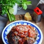 Pieczone klopsiki z pieczarkami w sosie pomidorowym