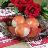 Kluski z kaszy gryczanej z truskawkami w sosie truskawkowym