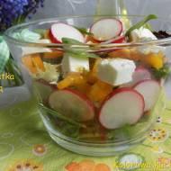 Wiosenna sałatka z rzodkiewką i fetą