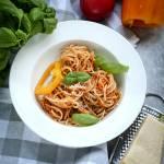 Spaghetti w sosie pomidorowo - paprykowym