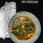 Wiosenna zupa z ziemniakami, cukinią i zielonymi szparagami