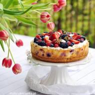 Sernik z jogurtem i owocami