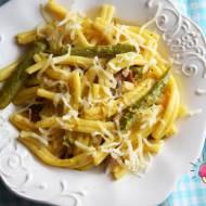 Makaron ze szparagami, suszonymi pomidorami i mozzarellą