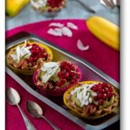 Tartaletki  bez pieczenia z masą z awokado i bananów na spodzie z bakalii – raw food