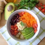 Warzywna sałatka z komosą ryżową i aromatyczną oliwą (Insalata di verdure, quinoa e olio aromatico)