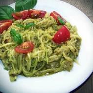 Zoodles czyli spagetti z cukinii z bazyliowym pesto