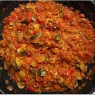 Gulasz warzywny z czerwoną soczewicą