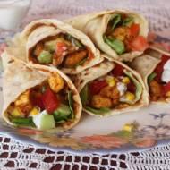 Tortilla z kurczakiem i warzywami (rollo kebab)