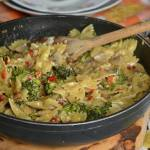 Makaron z brokułem w sosie serowym