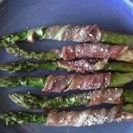 Szparagi z szynką surową i serem szybkie i pyszne