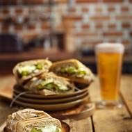 Zapiekane tosty ze szparagami, pieczarkami i serem pleśniowym