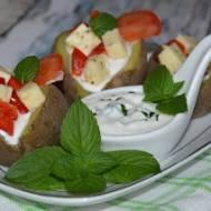 Ziemniaki w mundurkach z serem korycińskim i sosem miętowym