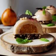 Zimny deser z rabarbaru i nieszpułki na spodzie z gorzkiej czekolady i ekspandowanej quinoy