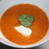 Zupa krem z czerwonej soczewicy i pomidorów
