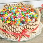 prosty tort z lentilkami
