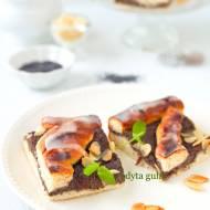 Drożdżowe ciasto z makiem i płatkami migdałowymi