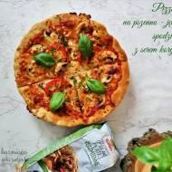 Pizza na pszenno - jęczmiennym spodzie z serem korycińskim