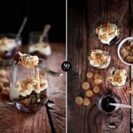 Deser z czerstwych muffinek z jagodami
