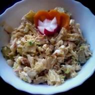 Sałatka z kapusty pekińskiej , kurczaka i rzodkiewki