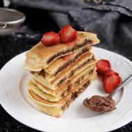 Śmietankowe pancakes z czekoladą w środku