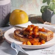 Cynamonowy chleb w jajku z karmelizowanym jabłkiem / Cinnamon eggy bread with caramelised apple