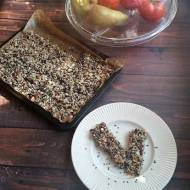 Owsiane batoniki śniadaniowe z pestkami dyni i kawałkami czekolady