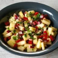 Sałatka z ananasa i papryki.