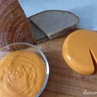 Ser wegański z batatów o smaku wędzonej papryki