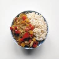 Brązowy ryż z porem i papryką