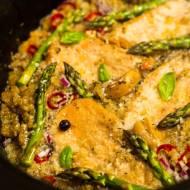 Kurczak ze szparagami i komosą w wolnowarze (paleo)