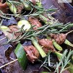 Szaszłyki z udek z kurczaka ze szparagami