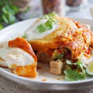 Pikantne enchilady z kurczakiem i awokado / Spicy enchiladas with chicken and avocado
