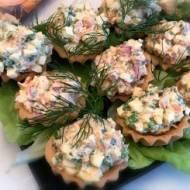 Przystawka – babeczki z pastą jajeczną i łososiem