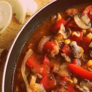 Leczo z kukurydzą i pieczarkami – czyli łatwa i szybka potrawka