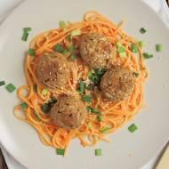 Ostre spaghetti azjatyckie z pulpecikami tofu