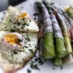 Klasycznie – szparagi, młode ziemniaczki i jajko sadzone