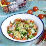 Sałatka ziemniaczana z kapustą pekińską i pomidorkami