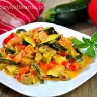 Gulasz z białą kiełbasą i warzywami