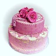 Różowy tort koronkowy