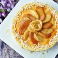 Sernik z karmelizowanymi jabłkami