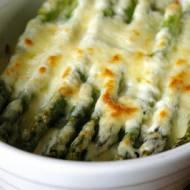 Szparagi zapiekane z serem.
