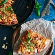 Zdrowa pizza orkiszowa z batatami i nerkowcami