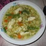 Rosół z makaronem i rybką