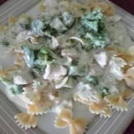Kokardki z kurczakiem i brokułami.