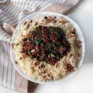 Komosa ryżowa ze szpinakiem i suszonymi pomidorami