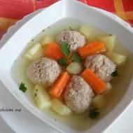Lekkostrawna zupa z klopsikami drobiowymi.