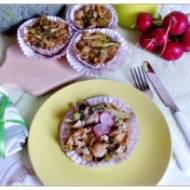 Makaronowe babeczki z brokułami i nacią rzodkiewki
