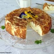 Sernik z białą czekoladą i gruszkami