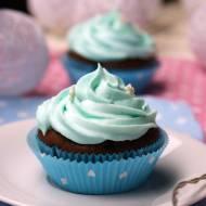 Smerfy - niebieskie babeczki brownie z jagodami