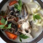 Zupa pieczarkowa kurczakiem i makaronem